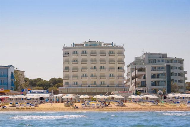 Hotel acapulco milano marittima sul mare e con piscina recensioneturismo - Hotel con piscina coperta milano marittima ...