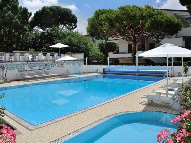 hotel_piscina_cervia-640x480