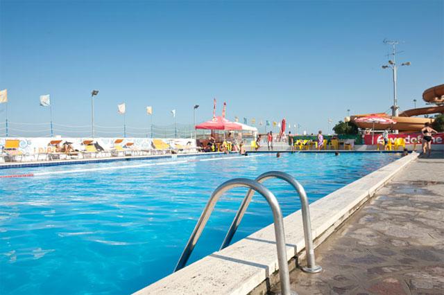 Hotel atlas cesenatico albergo a 3 stelle con piscina e ottimo ristorante recensioneturismo - Hotel cesenatico con piscina ...