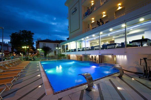 Hotel lido di cattolica un 3 stelle s con piscina e sul mare recensioneturismo - Hotel sul mare con piscina ...